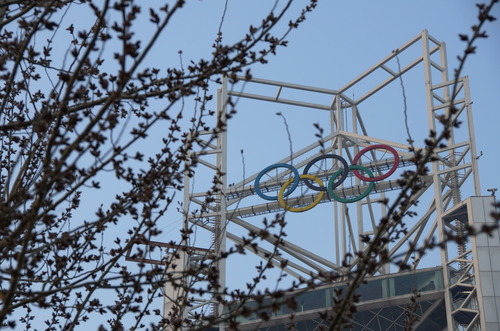 olympische Ringe am Linglong Turm